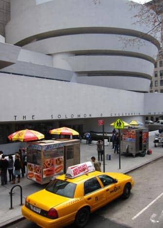 Guggenheim Museum i New York - Udefra