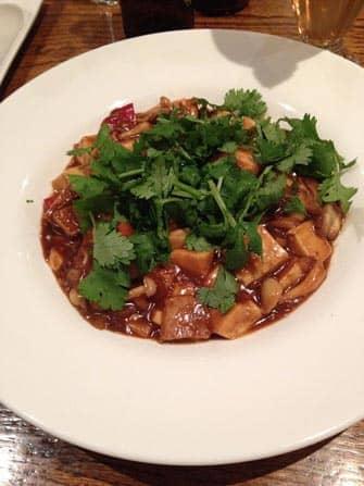 Vegetariske restauranter i New Yor - Koriander, tofu og shiitake i chilisauce på Wild Ginger