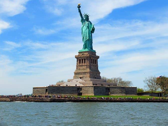 Bateaux Cruise med frokost i New York - Frihedsgudinden