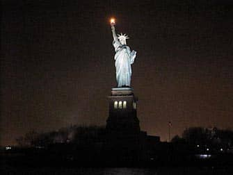 Circle Line New York Harbor Lights Cruise - Frihedsgudinden i mørke