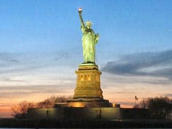 Circle Line New York Harbor Lights Cruise - Frihedsgudinden ved solnedgang