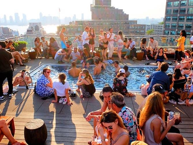 De bedste rooftop-barer i New York - Pool