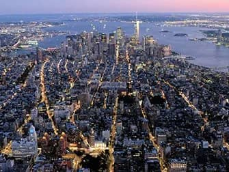Helikoptertur om aftenen og sightseeing-cruise i New York - Downtown set fra luften