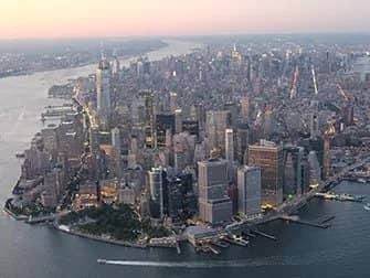 Helikoptertur om aftenen og sightseeing-cruise i New York - Manhattan fra luften