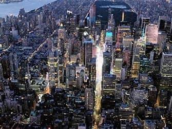 Helikoptertur om aftenen og sightseeing-cruise i New York - Times Square fra luften