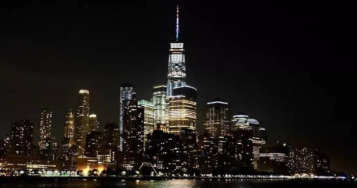 Helikoptertur om aftenen og sightseeing-cruise i New York - Udsigt fra cruiset