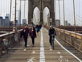 Leje cykel i New York - Cykel på Brooklyn Bridge