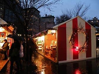 Markeder i New York - Oplyste boder på julemarkedet på Union Square