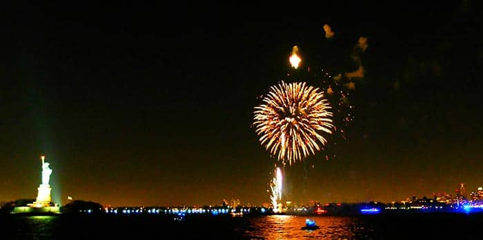 Nytårsaften i New York - Fyrværkeri fra nytårs cruise