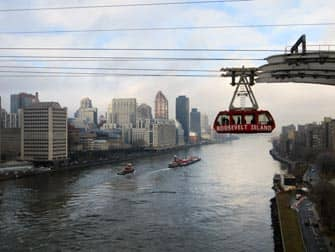Roosevelt Island Tram New York - East River