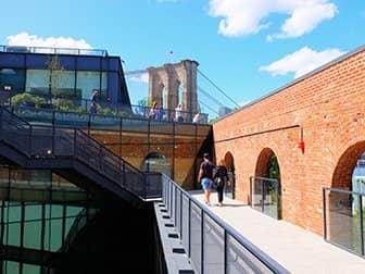 Brooklyn Bridge Park i New York - Empire Stores' tag