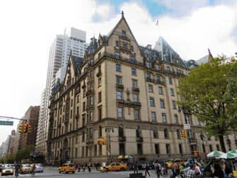 Guidet tur til filmlokationer i Central Park - The Dakota set fra Central Park