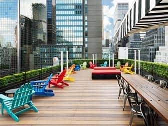Pod Hotel 51 i New York - Rooftop-bar