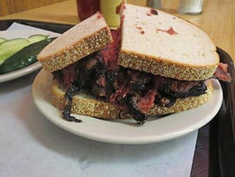 Frokost i New York - Pastramisandwich