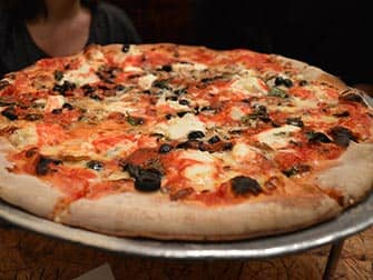 Spise ude med børn i New York - Pizza på John's