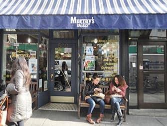 Bedste kaffe og bagels i New York - Murrays Bagels udefra