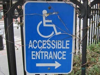 Faciliteter for handicappede i New York - Skilt
