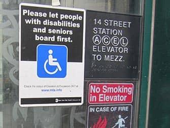 Faciliteter for handicappede i New York - Subway-skilt