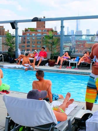 Svømme i New York - Royalton Hotel