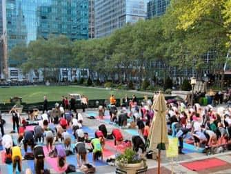 Gratis yoga i Bryant Park - Yogaundervisning
